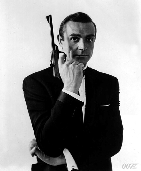 Sean-Connery-as-James-Bond-with-Walther-Air-Pistol